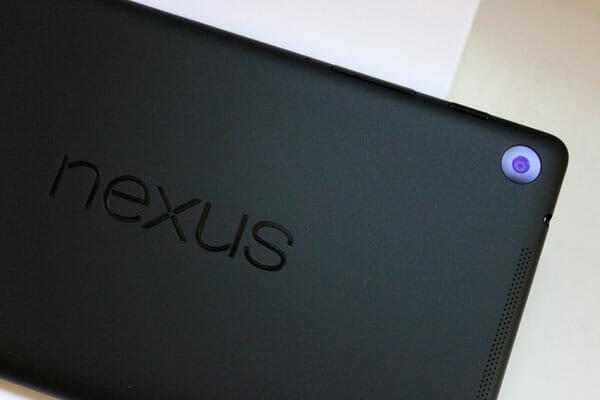 Cámara trasera y logo de la Nexus 7 2013